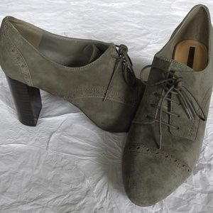 Tahari Evo Suede Lace-up Oxford Heels, size 9.5